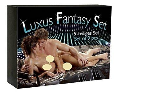 Sex-Toyset / Sexspielzeugset /Fantasiesexset / F�r Lust und Luxus! Eine hervorragende Selektion verschiedener Erotikartikel findet sich in diesem Luxuspaket! Damit Sie ungehindert verf�hren, lieben und Z�rtlichkeiten austauschen k�nnen! Und das ist alles dabei: Augenmaske f�r Blind-Date-Aktionen Erotik-Massage-�l Mehrteiliges Multi-Vibrator-Set inklusive Batterie Erotischer Lesestoff Handschellen f�r fesselnde Liebesspiele Penisring Erotik-DVD zum Ant�rnen Catsuit - schwarz, scharf, sexy (100% Polyamid, S bis L) Lacklaken, 2 x 2,30 m gro� f�r glitschig-geile Spiele (100% Polychlorid (Vinyl). Viel Spa� beim Ausprobieren dieser reichhaltigen Auswahl! Produktart: Fetisch Set / 100 % Diskreter Versand / Sexpaket /Lovetoyset / Erotikspielzeug Set